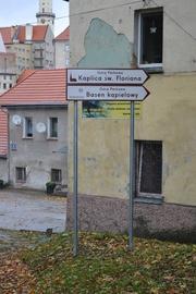 """""""System identyfikacji turystycznej – oznakowanie atrakcji turystycznych Bystrzycy Kłodzkiej oraz ich promocja"""" (ul. Kolejowa)"""