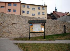 Prace konserwatorskie i renowacyjne północnej części fortyfikacji średniowiecznych położnych przy ul. Wojska Polskiego (po remoncie)