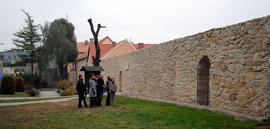 Prace konserwatorskie i renowacyjne północnej części fortyfikacji średniowiecznych położnych przy ul. Wojska Polskiego.