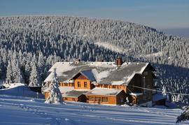 """schronisko PTTK """"Na Śnieżniku"""", hala pod Śnieżnikiem w zimowej szacie"""