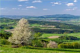 Widok z Gór Bystrzyckich na Bystrzycę Kłodzką
