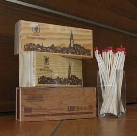 Zapałki w drewnianym pudełeczku