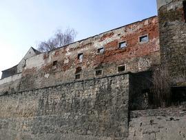 Przeprowadzenie prac konserwatorskich oraz niezbędnych robót budowlanych - mury obronne przy ul. Międzyleśnej - mury przed remontem